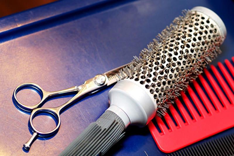 LangeHaarepflegen Haarbürstenrichtigreinige