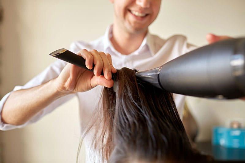 LangeHaarepflegen Haarerichtigtrocknen
