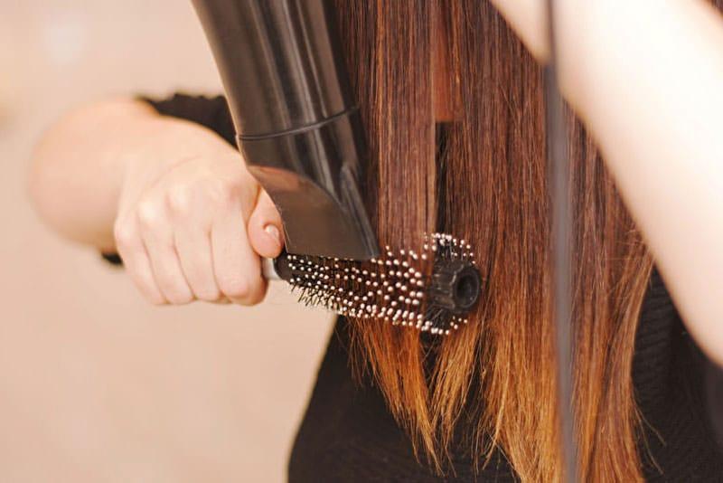 LangeHaarepflegen Haarerichtigkämmen
