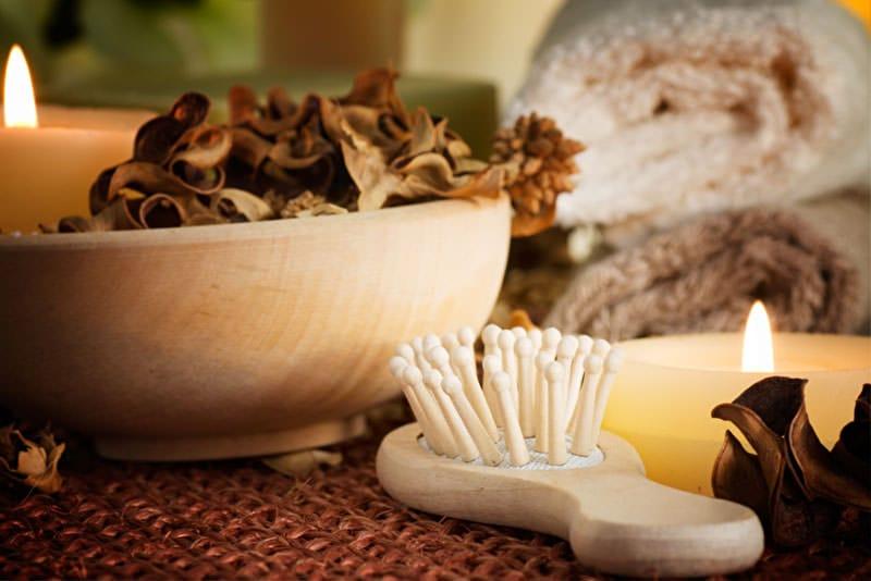 LangeHaarepflegen Haarbürsten–Natur oderPlastikborsten?